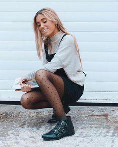 """6,157 Me gusta, 69 comentarios - Claudia Parras (@claudiaparrast) en Instagram: """"⚡️black boots ⚡️black friday ⚡️ Un montón de modelos con más del 20% en @ulanka_spain #ulanka…"""""""