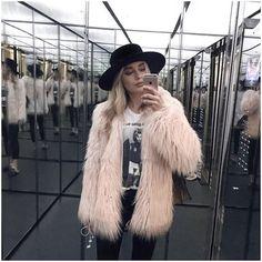 kožušinový kabát faux fur coat winter zima fashion móda style štýl outfit ootd model street style fashion trend