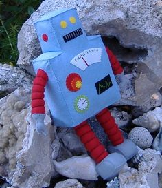 Other – Retro Robot Plushie DIY Felt Doll PDF Pattern – a unique product by GulfCoastCottagePDF on DaWanda