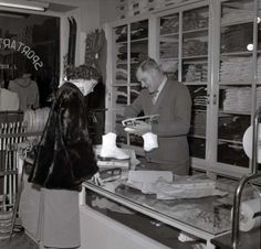 Sportartikelen a/d Mathildelaan. T. Rutgers 1956
