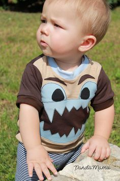 Die Monster kommen! Monster-Applikation + Plott als Freebie - Lybstes. Basic Shirts, Monster, Sewing, Tobias, Bebe, Sewing Appliques, Sewing For Kids, Sewing Patterns, Couple