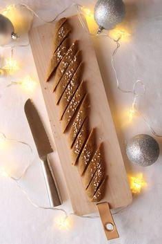 Julete, sprø småkaker som smaker av smørkaramell Disse kakene burde komme med en advarsel: blir fort borte! Flere har spurt meg... Candles, Candle, Lights