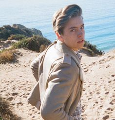 cole sprouse and wallpapers, like if u save 💗 Sprouse Bros, Dylan Sprouse, Pretty Boys, Cute Boys, Zack Y Cody, Cole Sprouse Jughead, Dylan And Cole, Riverdale Cole Sprouse, Man Crush Everyday