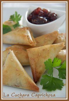 Deliciosas empanadillas hechas con confit de pato y pasta philo. De textura crujiente y delicado sabor son ideales para un picoteo o cena informal.