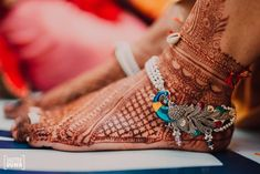 21 Silver Payal Designs For The 2020 Bride! (Simple To Fancy Ones! Payal Designs Silver, Silver Anklets Designs, Silver Payal, Anklet Designs, Mehandi Designs, Indian Jewelry Earrings, Jewelry Design Earrings, Indian Wedding Jewelry, Gold Jewelry
