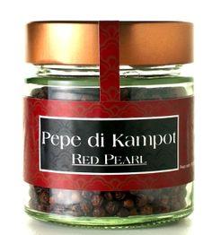 Il pepe rosso di Kampot, qualità red pearl, prende il suo caratteristico colore dalla naturale maturazione dei grani sulla pianta di pepe. L...