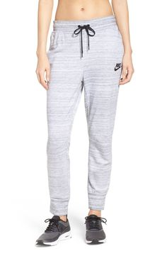 Go from warm-ups to hangouts in these sporty knit sweats.