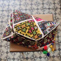 PANAJI by NAWERI 119€ Boho clutch made from antique embroidered fabrics with a removable strap. Pochette confectionnée à partir de tissus brodés antiques. Chaîne amovible. Modèle unique.