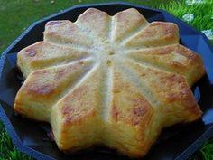 GATEAU-INVISIBLE-1-copie-1.jpg 5 pommes 2 oeufs 100 g de lait 70 g de farine 50 g de sucre en poudre 20 g de beurre fondu 1 sachet de levure chimique 1 c à c d'extrait de vanille  El Vanillo