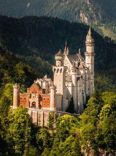 westeastsouthnorth:  Neuschwanstein Castle, Germany