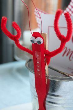 Rapujuhlat paikkakortti / Kräftskiva / crayfish party place card Crab Boil Party, Lobster Party, Crawfish Party, Lobster Fest, Seafood Party, Lobster Crafts, Diy And Crafts, Crafts For Kids, Party Places