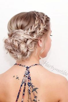Awesome 48 Effortless Chic Short Prom Hairstyles Ideas. More at http://simple2wear.com/2018/03/31/48-effortless-chic-short-prom-hairstyles-ideas/