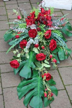 Grave Decorations, Card Box Wedding, Funeral Flowers, Flower Bouquet Wedding, Hydrangeas, Altar, Floral Arrangements, Wreaths, Plants