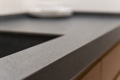 Bancada de cocina - Showroom #URBATEK, especialista en #porcelánico técnico de #PORCELANOSA Grupo. El espacio potencia el diálogo de los #materiales con la #arquitectura y el #interiorismo - #Cerámica #Ideas #Tiles #Living #Home #Design #Interiorism #Architecture #materials #Premium #Marble