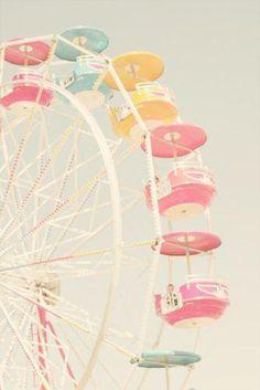 Roda gigante com cadeiras rosa!
