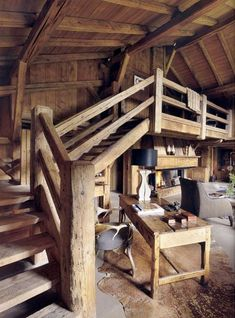 Beautiful stairs in chalet style - this may be my favorite design Rustic Staircase, Loft Staircase, Stair Railing, Staircase Design, Staircase Ideas, Spiral Staircases, Banisters, Railings, Cabin Homes