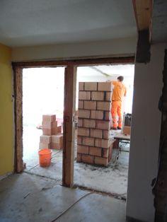 29. April 2015 - Das Bauteam hat die Arbeiten im Hoteltrakt aufgenommen. Aus der ehemaligen Wirterwohnung werden grosszügige Suiten.
