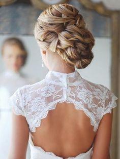 Chignon bas tressé - 25 idées de coiffures pour un mariage - Photos Beauté - Be.com