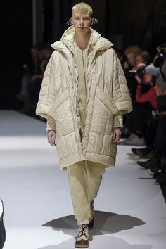 See all the Collection photos from Henrik Vibskov Autumn/Winter 2017 Ready-To-Wear now on British Vogue Fashion 2017, Runway Fashion, Fashion Show, Womens Fashion, Fashion Trends, Fall Winter 2017, Autumn Winter Fashion, Unique Fashion, Pullover
