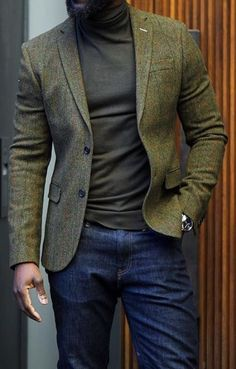 Green and plaid are always fun! Try this outfit gentlemen. An olive green plaid sport coat over a green cashmere sweater with blue denim jeans this winter. Blue Blazer Outfit Men, Blazer Outfits Men, Mens Fashion Blazer, Stylish Mens Outfits, Suit Fashion, Men Blazer, Smart Casual Outfit, Plaid Blazer, Blazer Jeans
