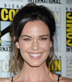 """Odette Annable - """"Supergirl"""" TV Show Photocall at Comic-Con International in San Diego - Celebrity Nude Leaked! Odette Annable, Rachael Taylor, Supergirl Tv, Art Of Beauty, Olive Skin, Jennifer Connelly, Jessica Biel, Celebrity Photos, Tv Shows"""