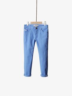 BOYS & GIRLS - Trousers & Denim na Massimo Dutti online. Entre agora e descubra a nossa coleção de Trousers & Denim de outono inverno 2016. Elegância natural!