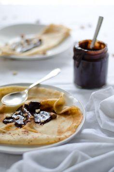 Coco e Baunilha: Crepes de espelta e leite de amêndoa com pasta de avelã e cacau