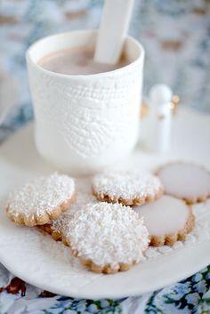 Petits sablés d'hiver, glaçage noix de coco