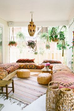 Living Room Furniture, Living Room Decor, Dining Room, Dark Living Rooms, Small Living, Sala Grande, Chill Room, Chill Out Room Ideas, Boho Chic Living Room
