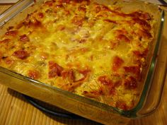 This Mexican casserole recipe made with layers of tortilla chips, beef, and salsa makes a quick and easy dish that will please the whole family. Easy Mexican Casserole, Casserole Recipes, Costa Rican Food, Snack Recipes, Cooking Recipes, 9x13 Baking Dish, International Recipes, Tasty Dishes, Cooking Time