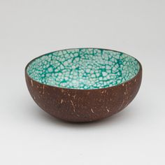 Etsy の Coconut Bowl with lacquer eggshells by Namigurumi