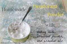 How to make a simple homemade deodorant powder using baking soda, arrowroot powder or cornstarch, and essential oils! It works great and smells even better! Baking Soda Deodorant, Baking Soda Face Scrub, Baking Soda For Acne, Baking Soda On Carpet, Sugar Scrub For Face, Baking Soda Cleaning, Baking Soda And Lemon, Deodorant Recipes, Homemade Deodorant