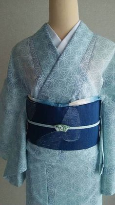 "夏着物・単衣 Kimono for summer ""KOMON"" ""HITOE"" komon - dressing up for shopping, theatre, or dinner Yukata Kimono, Kimono Dress, Kimono Top, Chinese Kimono, Japanese Kimono, Japanese Outfits, Japanese Fashion, Traditional Japanese, Traditional Dresses"