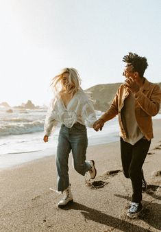 Adventure Couple, Adventure Photos, Couple Posing, Couple Shoot, Engagement Couple, Engagement Shoots, Relationship Pictures, Couple Photography Poses, Young Love