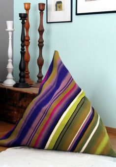 An old wall cloth as a bean bag chair! Reuse Recycle, Upcycle, Christmas Crafts For Adults, Old Clothes, Simple Christmas, Diy Design, Design Ideas, Handicraft, Bean Bag Chair