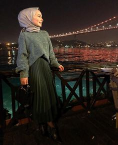 Genç Tesettür Modern Hijab Fashion, Hijab Fashion Inspiration, Islamic Fashion, Muslim Fashion, Modest Fashion, Skirt Fashion, Fashion Dresses, Hijab Style, Hijab Chic