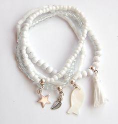 Zomerse armbandjes wit. www.mar10design.nl