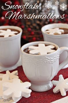 Learn How to Make Marshmallows on Your Own Christmas Candy, Christmas Desserts, Holiday Treats, Christmas Treats, Holiday Recipes, Holiday Gifts, Xmas, Recipes With Marshmallows, Homemade Marshmallows