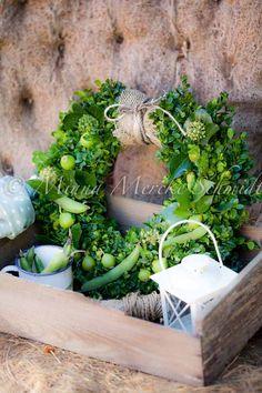 great idea for a summer garden wreath! http://blomsterverkstad.blogspot.com/