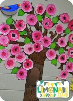 Teaching Back to School Procedures with Children's Books an Bulletin Board Tree, Elementary Bulletin Boards, Spring Bulletin Boards, Elementary Art, Spring Projects, Spring Crafts, Spring Home Decor, Kindergarten Art, Preschool Crafts