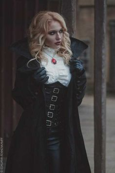 Vampire costume 😍k Vampire Fashion, Witch Fashion, Dark Fashion, Hippie Fashion, Women's Fashion, Victorian Vampire Costume, Vampire Costumes, Dark Costumes, Estilo Dark