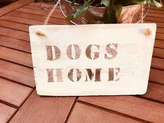 Tür- & Namensschilder - Holzschild Dogs Home shabby chic  - ein Designerstück von Pfaennle bei DaWanda Shabby, Etsy, Vintage, Home Decor, Door Name Plates, Lounge Seating, Deco, Decoration Home, Room Decor