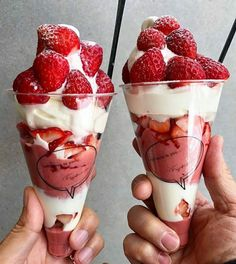 Find images and videos about food, yummy and ice cream on We Heart It - the app to get lost in what you love. Yummy Treats, Sweet Treats, Yummy Food, Cute Desserts, Dessert Recipes, Food Porn, Think Food, Food Goals, Aesthetic Food