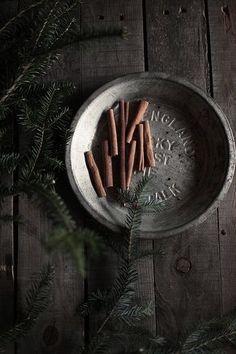 Evergreen & cinnamon by hanna * honey & jam, via Food Photography Styling, Food Styling, Life Photography, White Christmas, Christmas Time, Country Christmas, Primitive Christmas, Merry And Bright, Christmas Inspiration