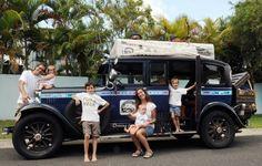 La odisea de una pareja y sus cuatro hijos que recorren hace quince años el mundo en un automóvil de 1928 - Notas - La Bioguía