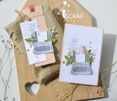 """Mary : #Tampons et #matrices de coupe #dies #4enSCRAP """"Fond de texte 3"""" #carte #carterie #card #cardmaking Mini Albums, Tampons Transparents, Scrapbooking, Chant, Books, Typewriter, Emboss, Matching Colors, Ink Stamps"""