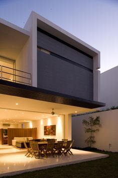 Casa HG / Agraz Arquitectos.  2 of 3 levels here!  please find the missing level.