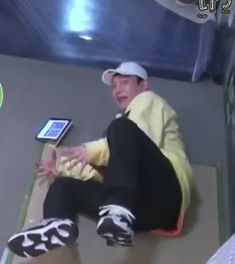 When Mom catches you on YT watching MVs instead of studying Girls Generation, K Pop, Baekhyun, Memes Exo, Exo Stickers, Xiuchen, Memes Funny Faces, Kim Minseok, Kpop Exo
