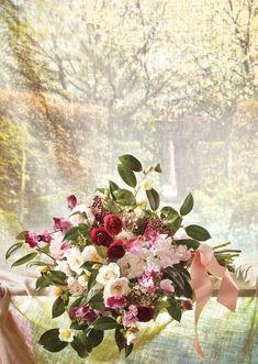 Garden wedding bouquet design | see more on: http://burnettsboards.com/2014/05/secret-tip-designing-perfect-bouquet/