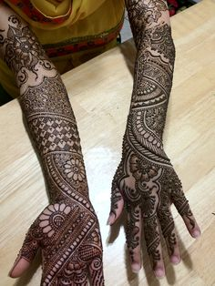 Bridal Henna by http://www.hennabyafshan... Check out more desings at: http://www.mehndiequalshenna.com/